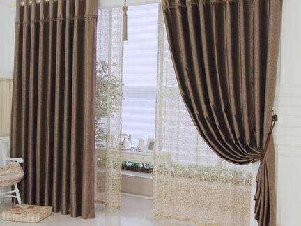 客厅布艺窗帘的选购技巧
